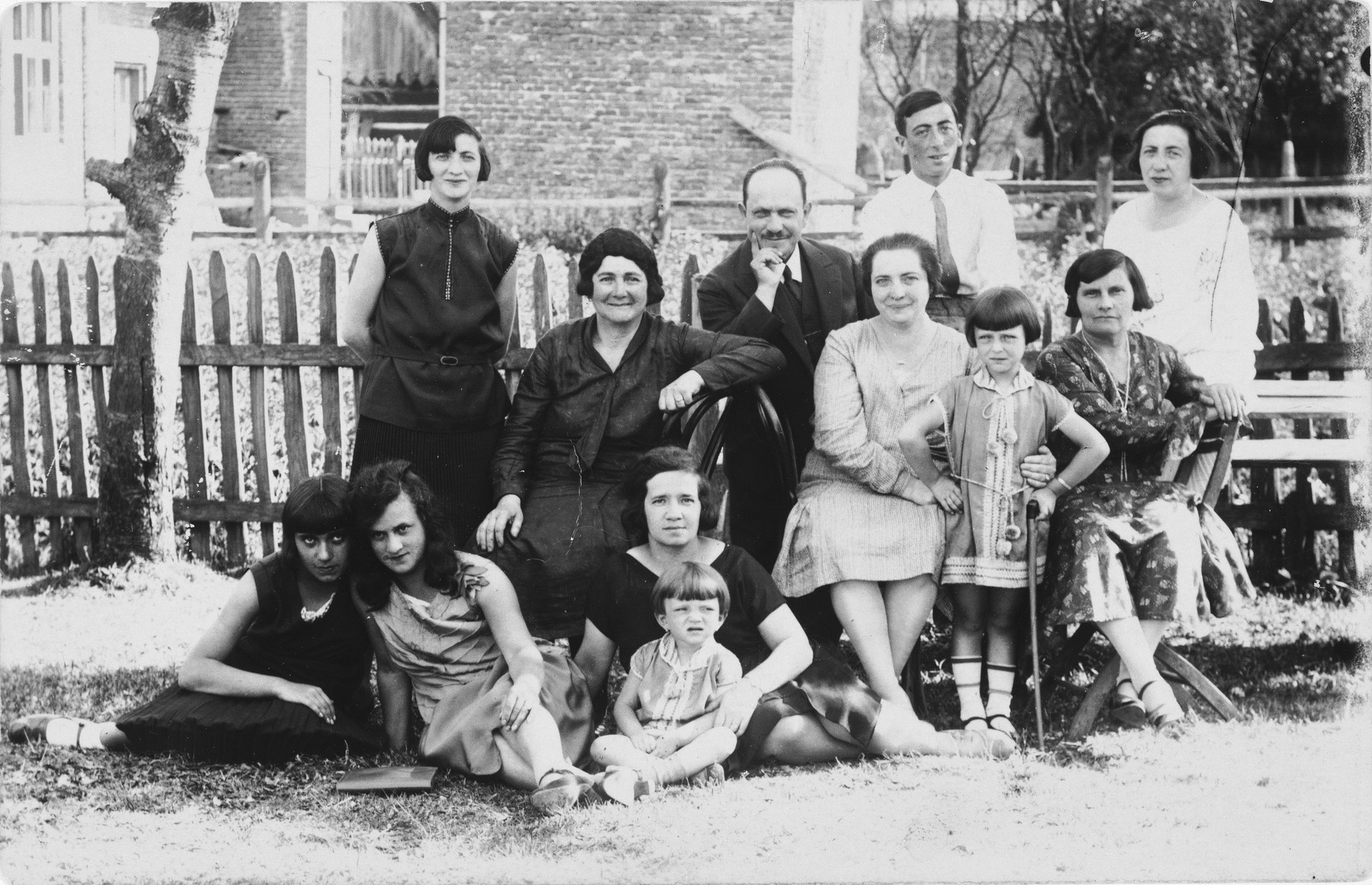 Group portrait of members of the extended Münzer family in Rymanow, Poland.  Among those pictured are Gitel Münzer (upper left) and her mother, Sara (Bucher) Münzer (middle row, third from the right in the light dress).