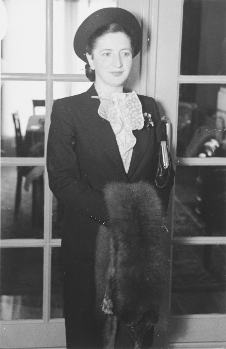 Portrait of Gitel Münzer in her home in The Hague.
