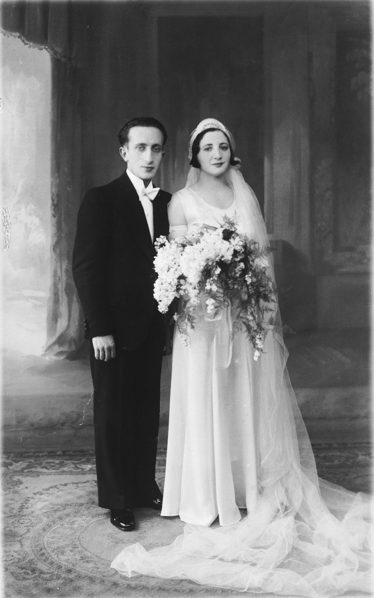 Wedding portrait of Simcha and Gitel Münzer in The Hague.