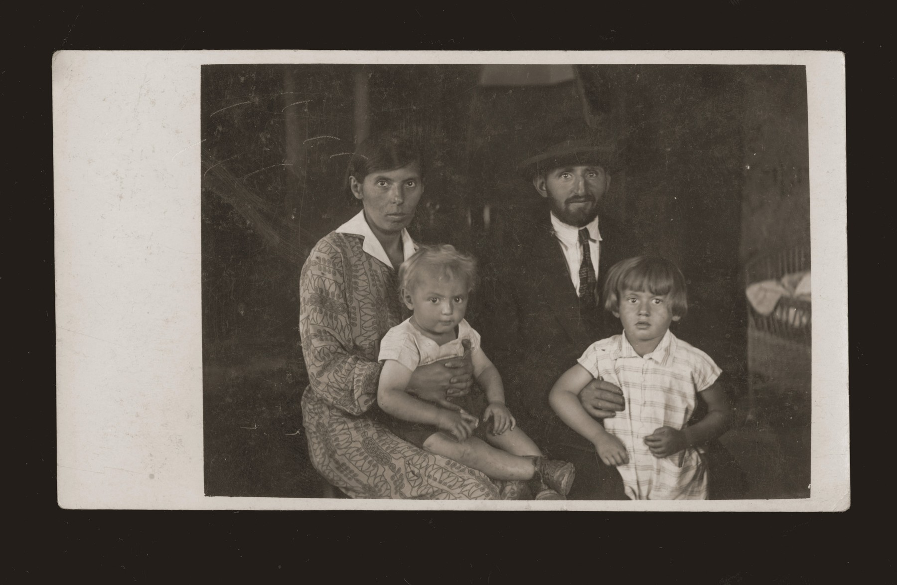 Portrait of a Jewish family [probably members of the Feder or Malach family].