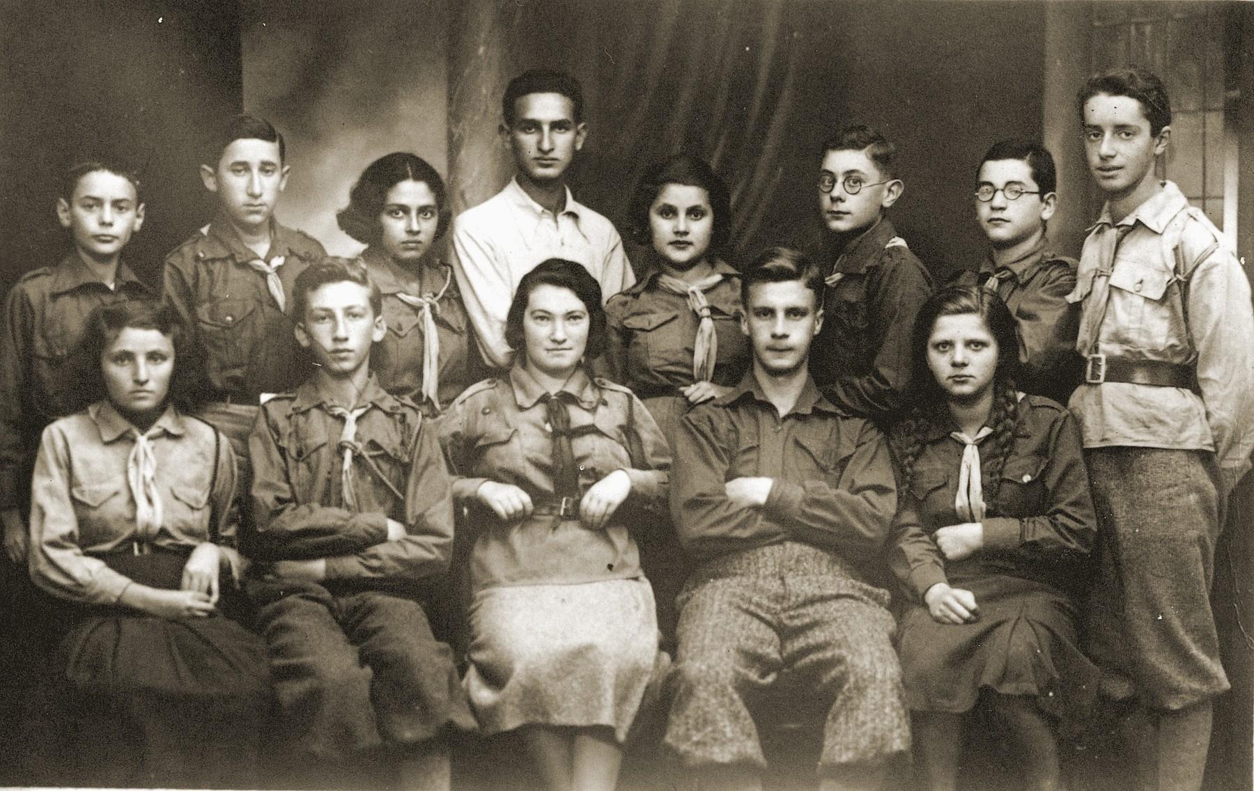 Members of Hanoar Hatzioni in Bedzin.  Szmulek Lustiger is on the top row, second from the left.