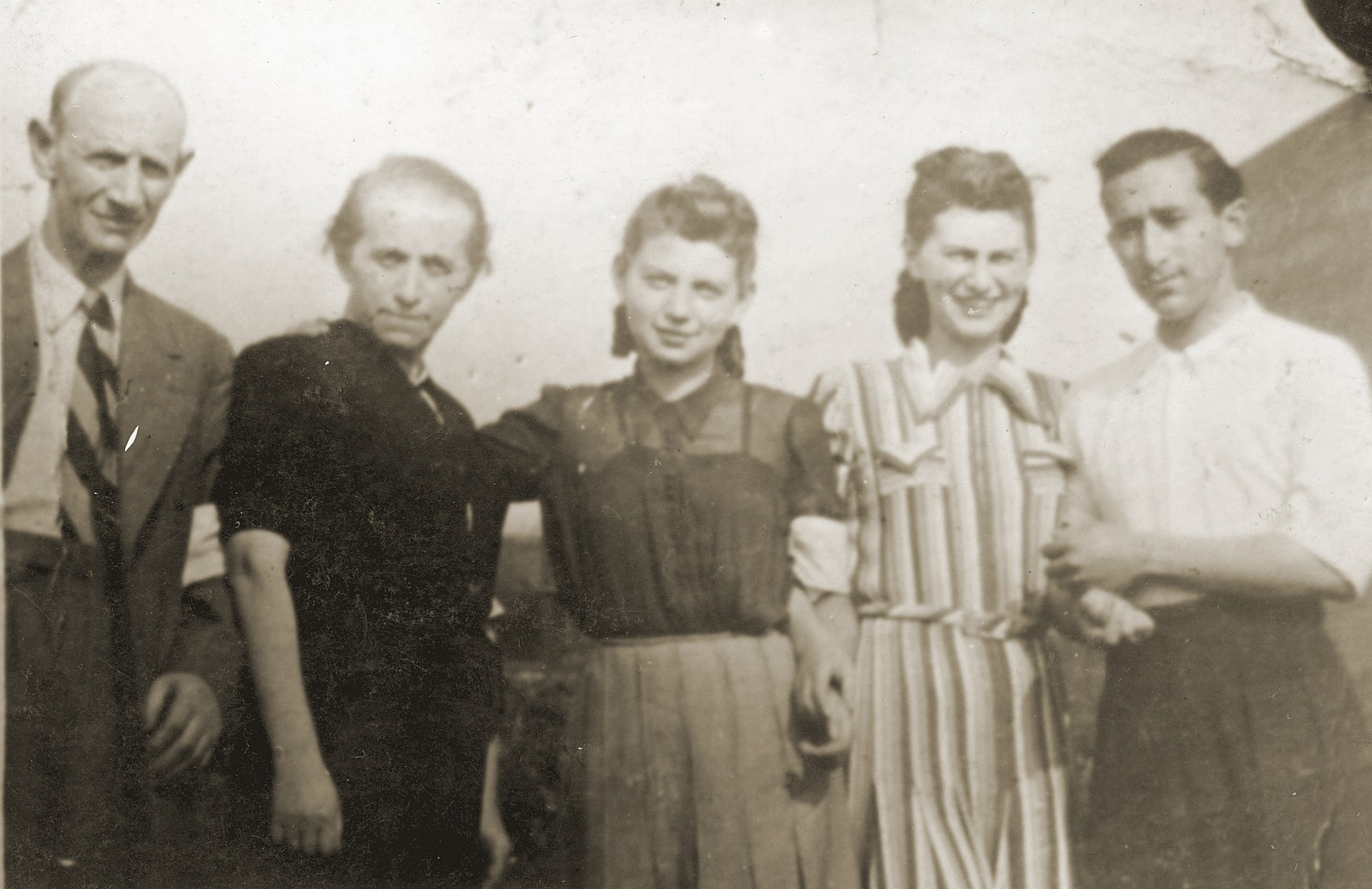 Szmulek Lustiger poses with his wife and her family in the Bedzin ghetto.  From right to left are Szmulek Lustiger, Charlotte Eisner Lustiger, Charlotte's sister, Gitl Eisner and Salomon Eisner.