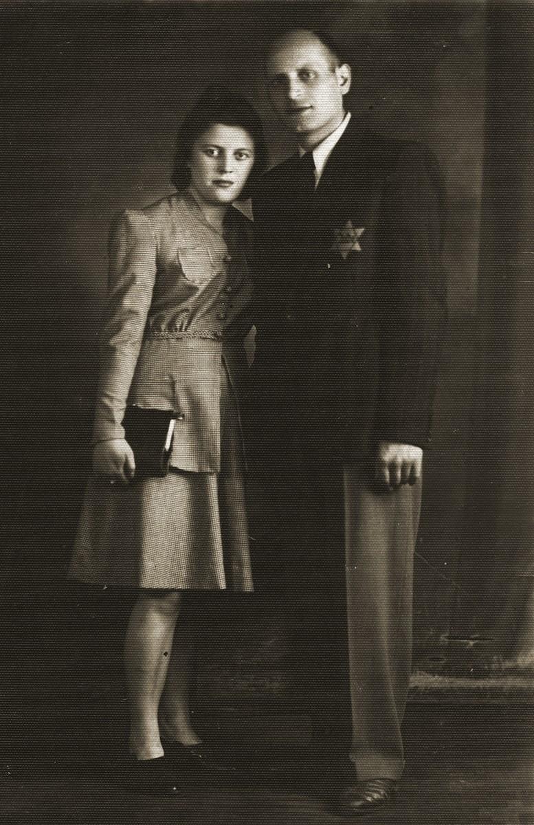 Studio portrait of Herz Heller and his wife taken in the Bedzin ghetto.