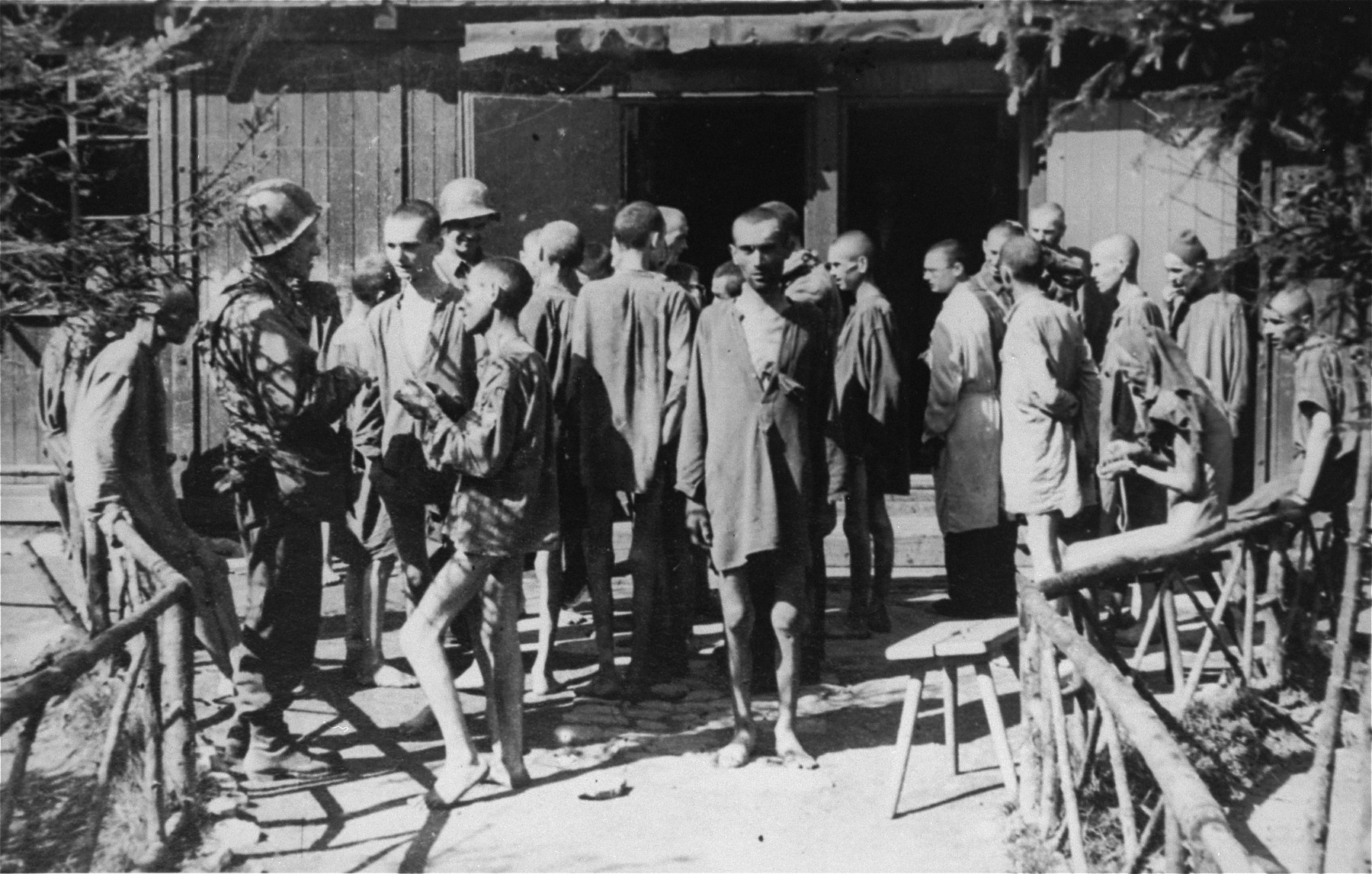 Survivors talk to American soldiers in Ebensee.