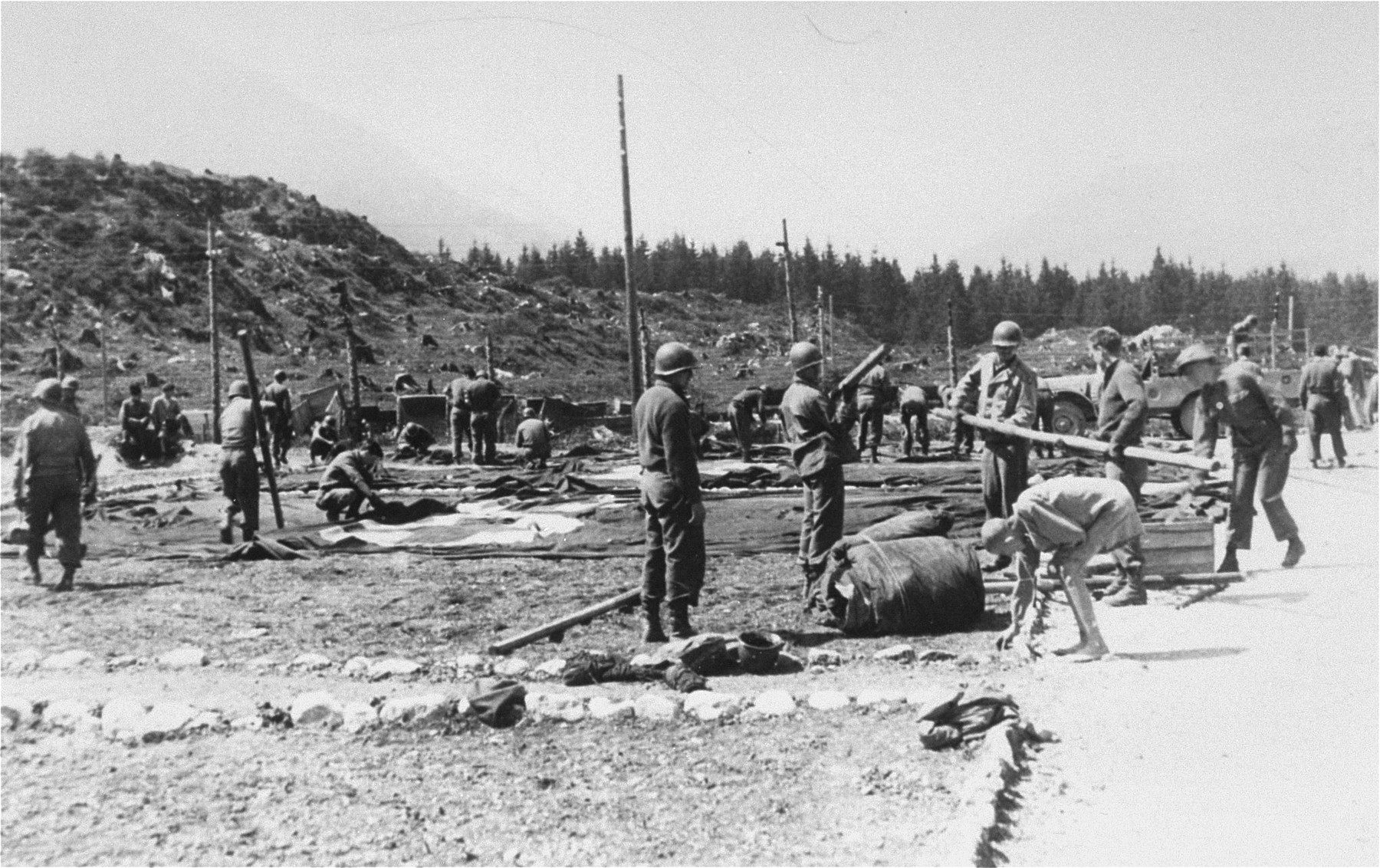 American personnel setting up the 30th Field Hospital at Ebensee.