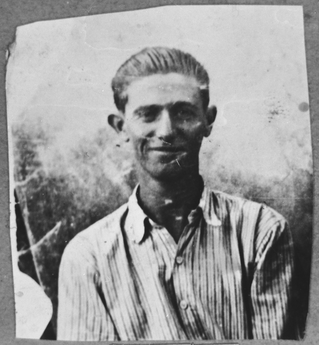 Portrait of Mois Koen, son of Mordechai Koen.  He was a laborer.  He lived at Sinagogina 8 in Bitola.