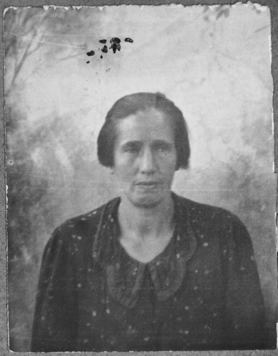 Portrait of Mathilda Koen, wife of Isak Koen.  She lived at Novatska 4 in Bitola.