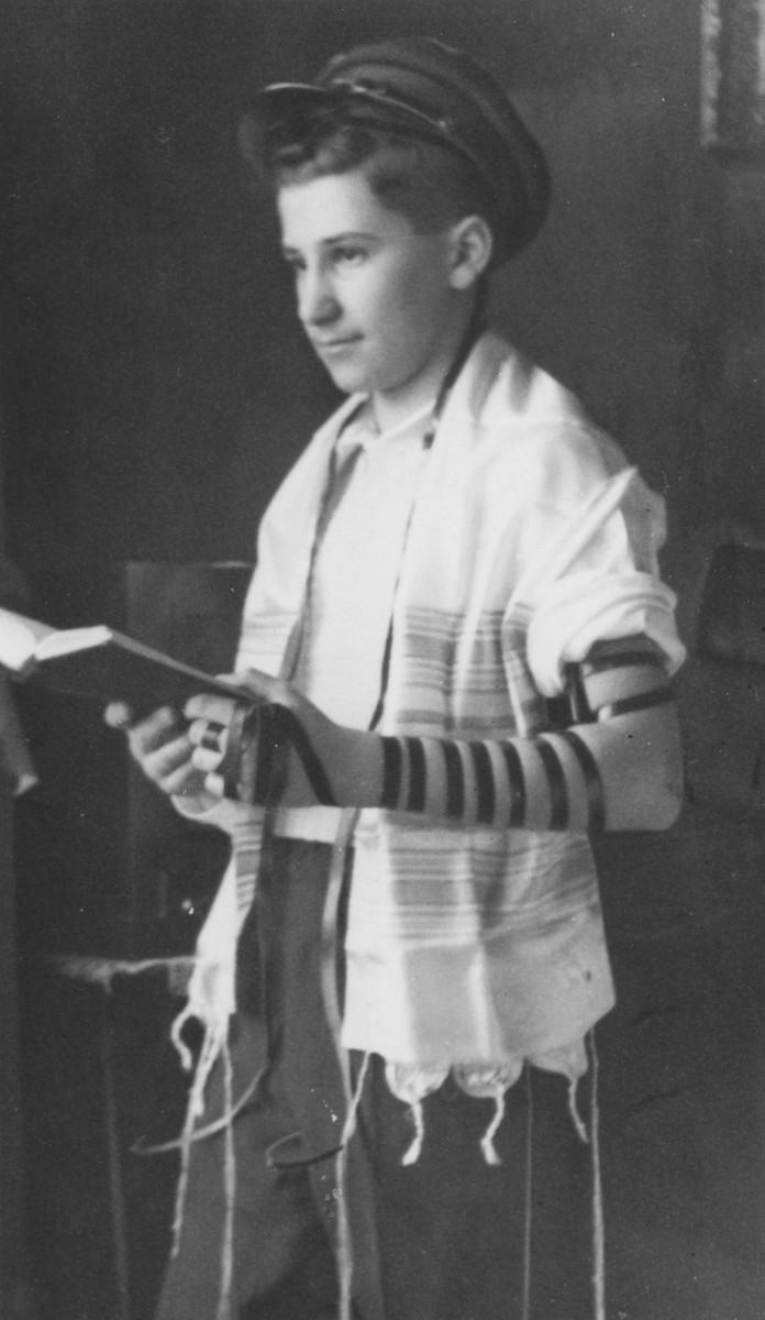 Bar Mitzvah portrait of Josef Yehuda Radzinski.
