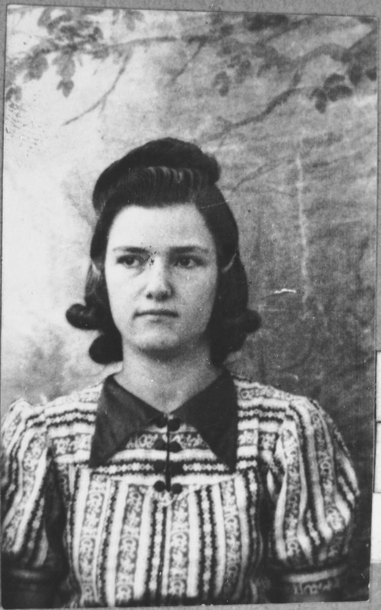 Portrait of Luna Koen, daughter of Isak Koen.  She was a student.  She lived at Asadbegova 15 in Bitola.