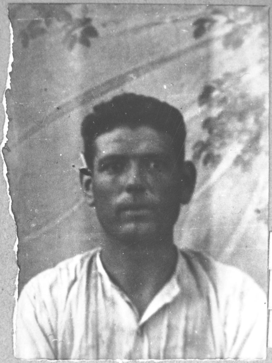 Portrait of Yakov Koen, son of Aron Koen.  He was a carpenter.  He lived at Karagoryeva 64 in Bitola.