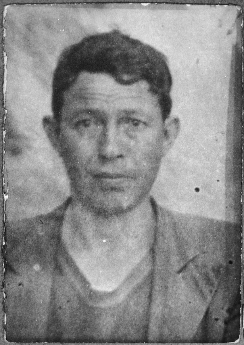 Portrait of Aron Koen, son of Yakov Koen.  He was a rag dealer.  He lived at Gostivarska 7 in Bitola.