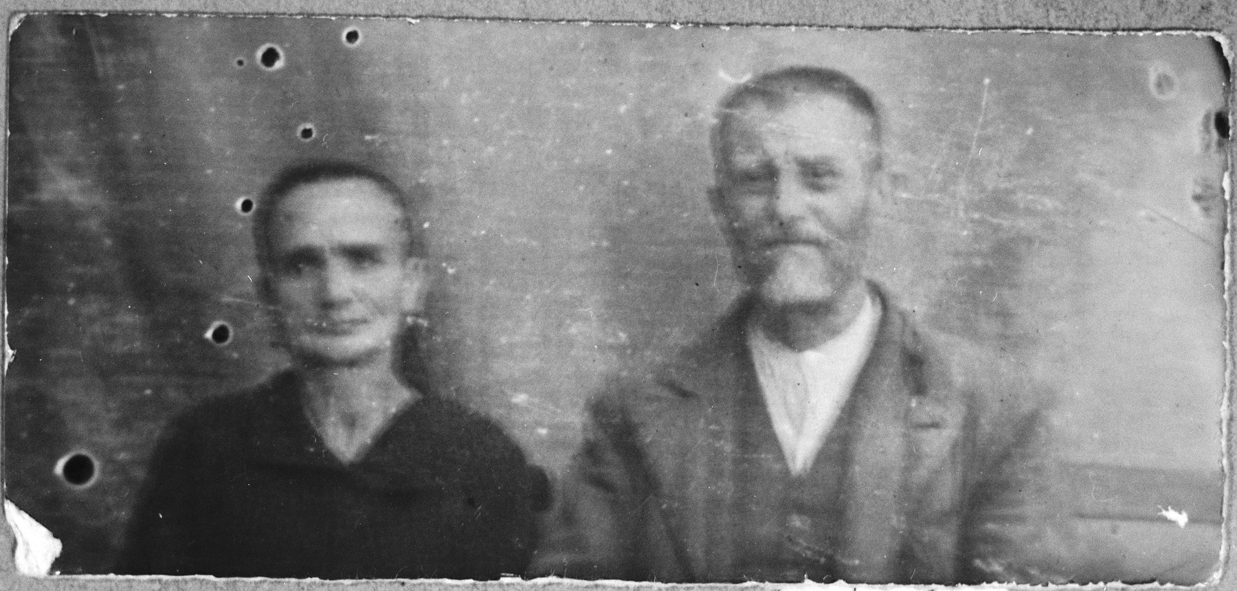 Portrait of Aron Koen, son of Avram, and Aron's wife, Reina.  Aron was a second-hand dealer.  They lived at Mitrovatska 3-5 in Bitola.