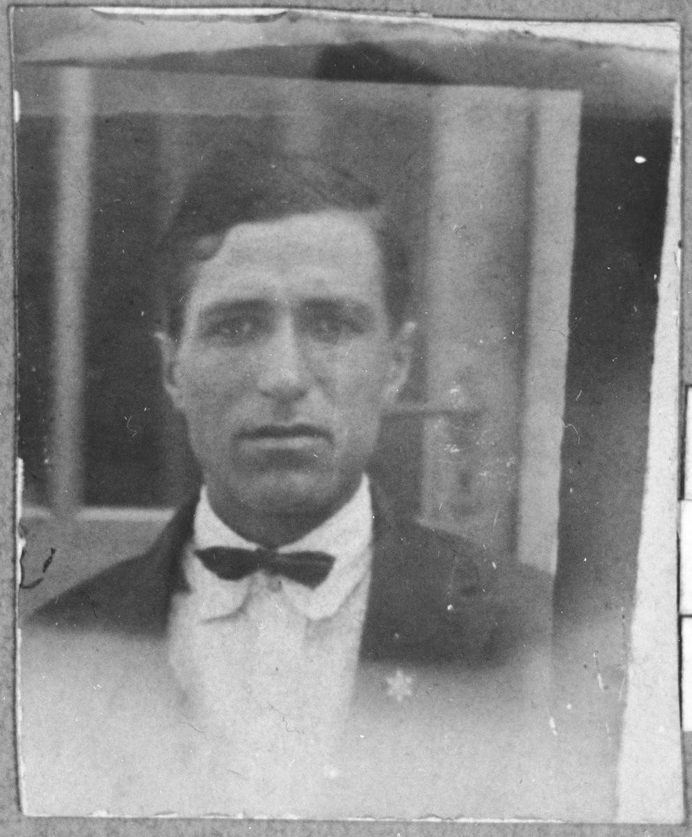 Portrait of Yuda Koen.  He was a broommaker.  He lived at Zmayeva 14 in Bitola.