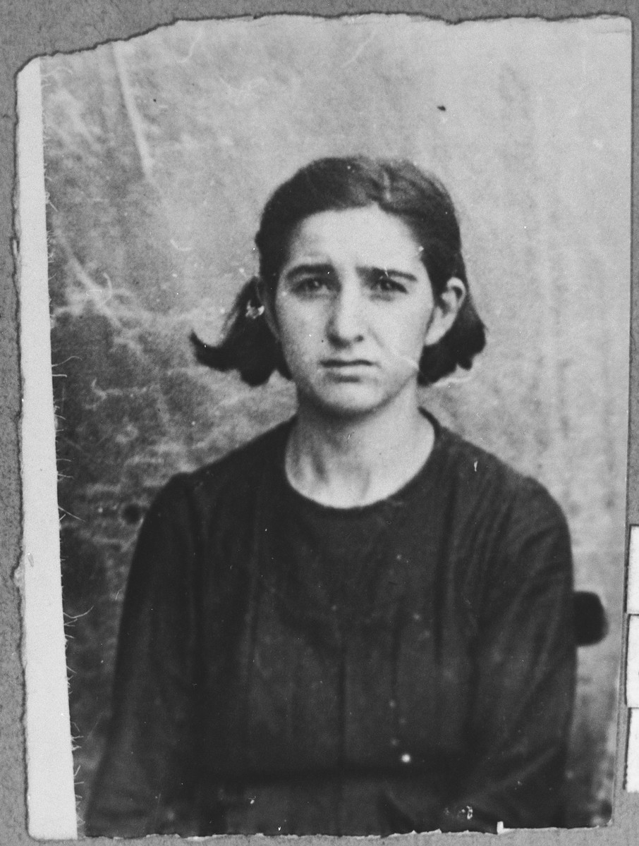 Portrait of Palomba Koen, daughter of Bohor Koen.  She was a housemaid.  She lived at Drinska 119 in Bitola.