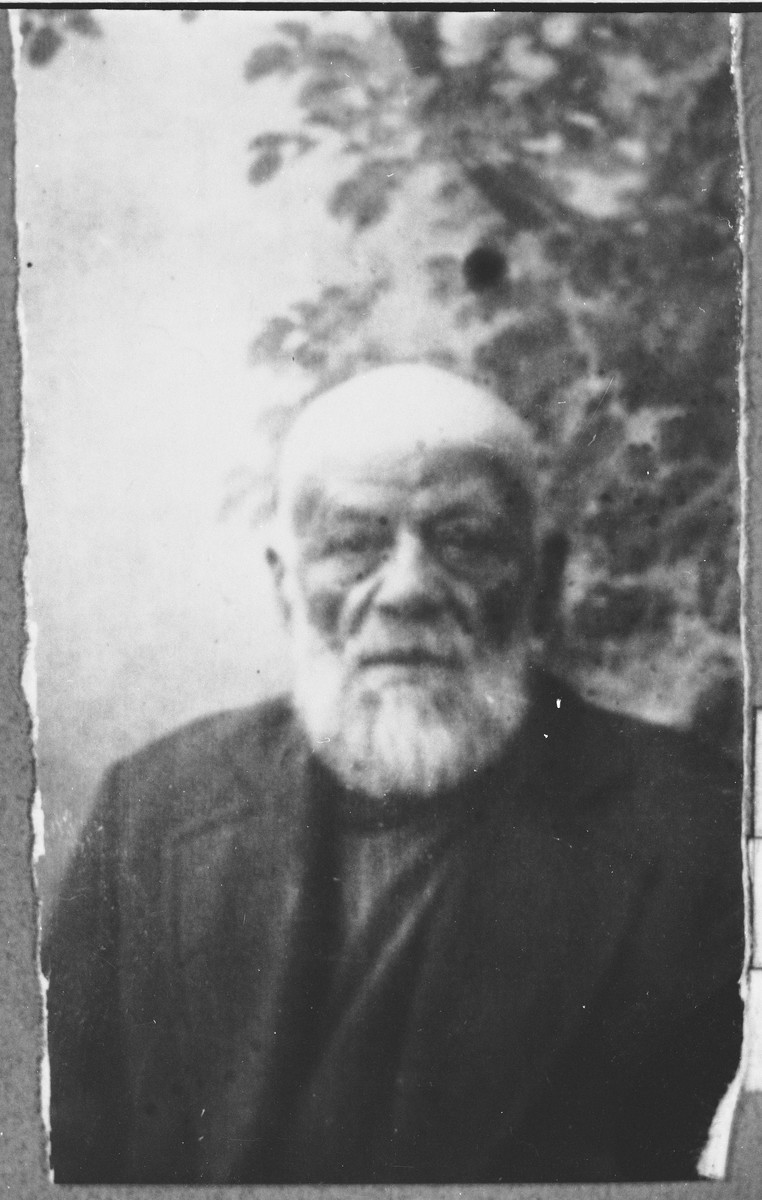 Portrait of Mordechai Koen.  He was a grocer.  He lived at Prilepska 31 in Bitola.