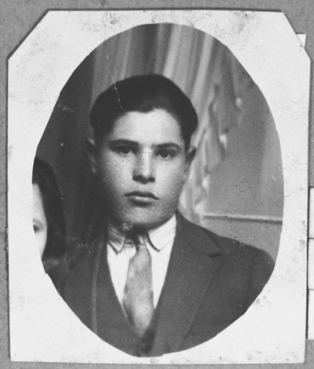 Portrait of Isak Koen, son of Benzion Koen.  He was a grocer.