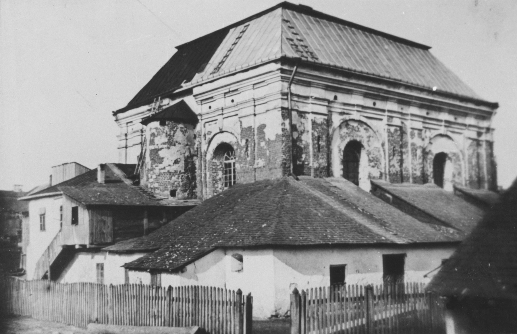 Exterior view of the synagogue in Tomaszow Lubelski.