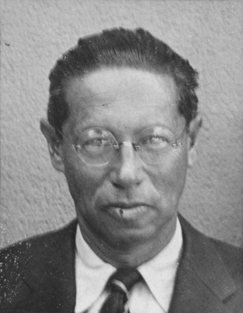 Passport photo of Jewish refugee writer Lion Feuchtwanger.