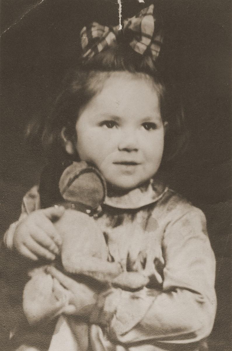 Portrait of Henia Wisgardisky in the Kovno ghetto holding a doll.