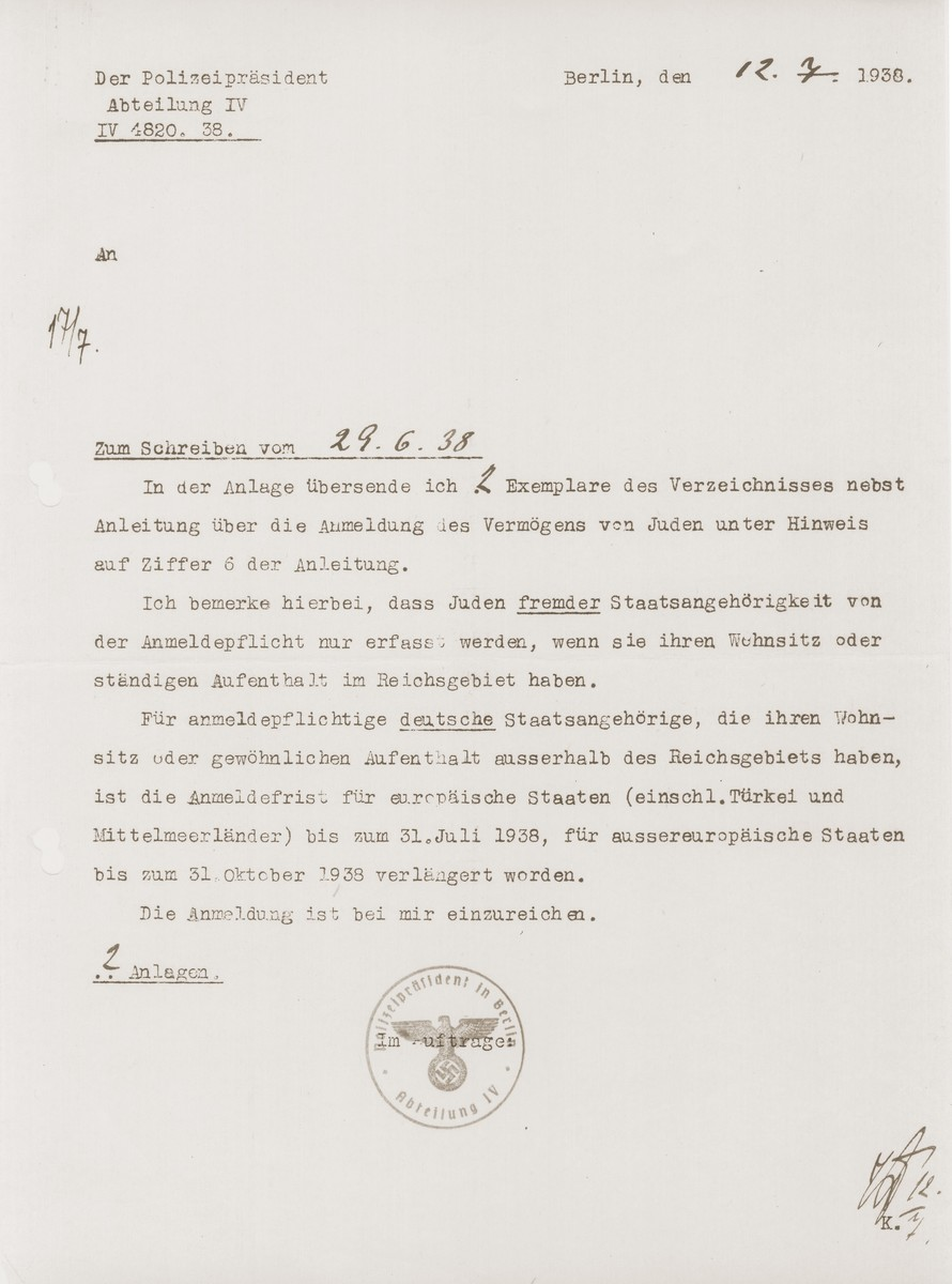 Letter from the Berlin police clarifying the date by which German Jews living abroad must have registered their property that was sent to Konrad Engelmann, a German Jew who had converted to Christianity.