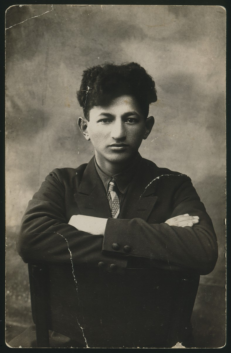 Studio portrait of Leibke (Aryeh) Sonenson.  He was an active Zionist and immigrated to Palestine in the 1920s.  He later returned to Eisiskes where he was murdered with his family in the September 1941killing action.