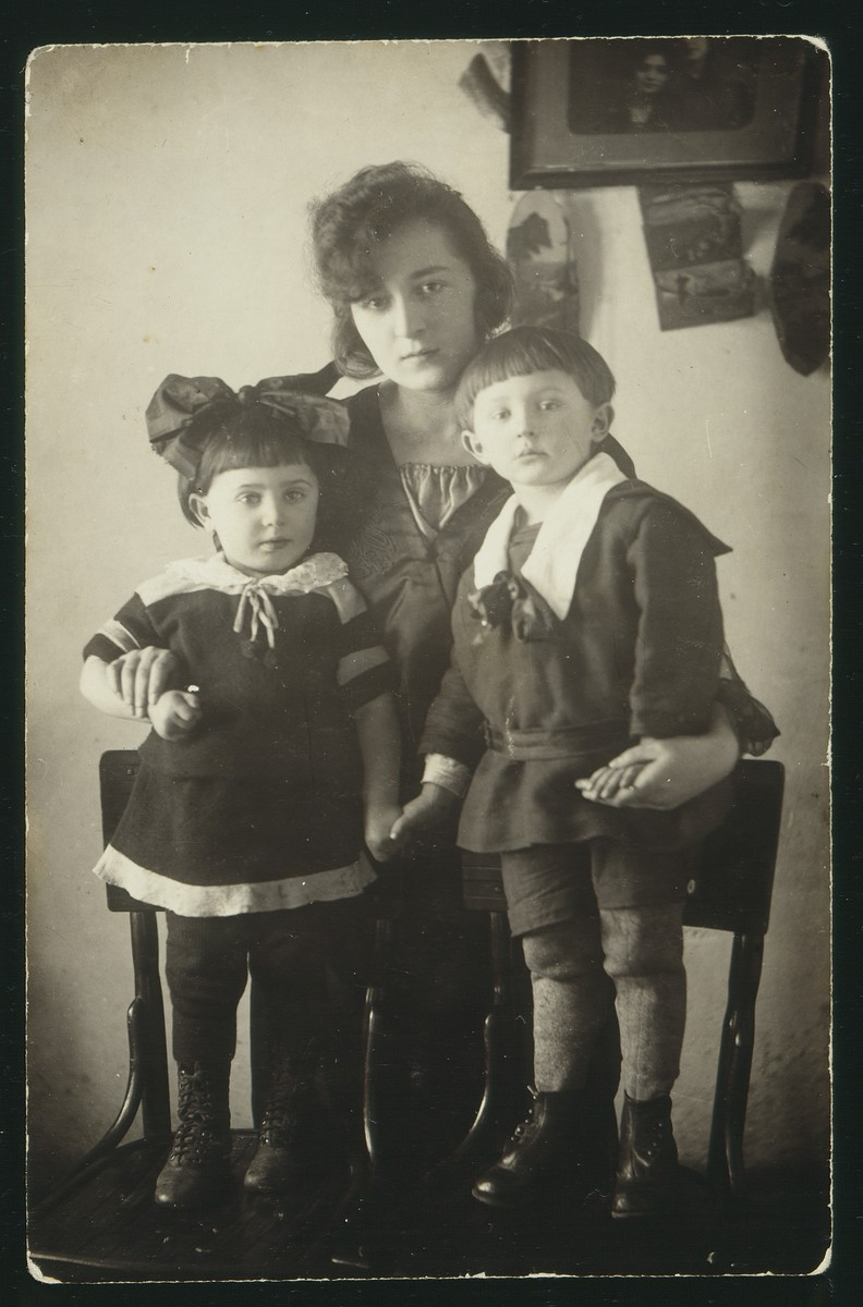 Dora Zlotnik poses with her young cousins, the Shesko children.  The children were the son and daughter of Menucha (nee Zlotnik) Sheshko.   They were killed by the Germans during the September 1941 mass shooting action in Eisiskes.