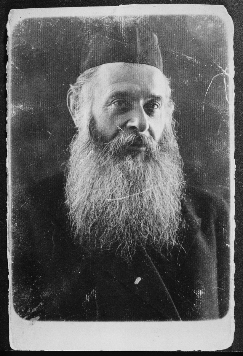 Close-up portrait of an elderly religious Jew in Eisiskes.