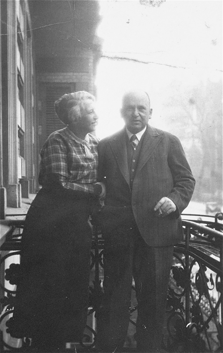 Carl and Elsa Victor on the balcony of their apartment in Tiergarten in Berlin.