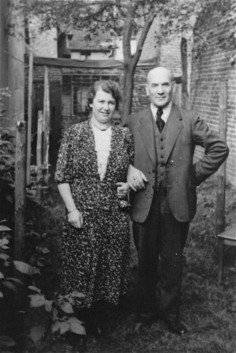 Portrait of the donor's parents, Emil and Klara David Dahl in front of their home in Geilenkirchen, Germany.