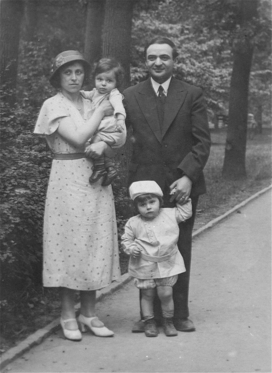 Portrait of Naftali and Rosa Krauthamer with their two children, Zigmund and Julius, in Hanover, Germany.