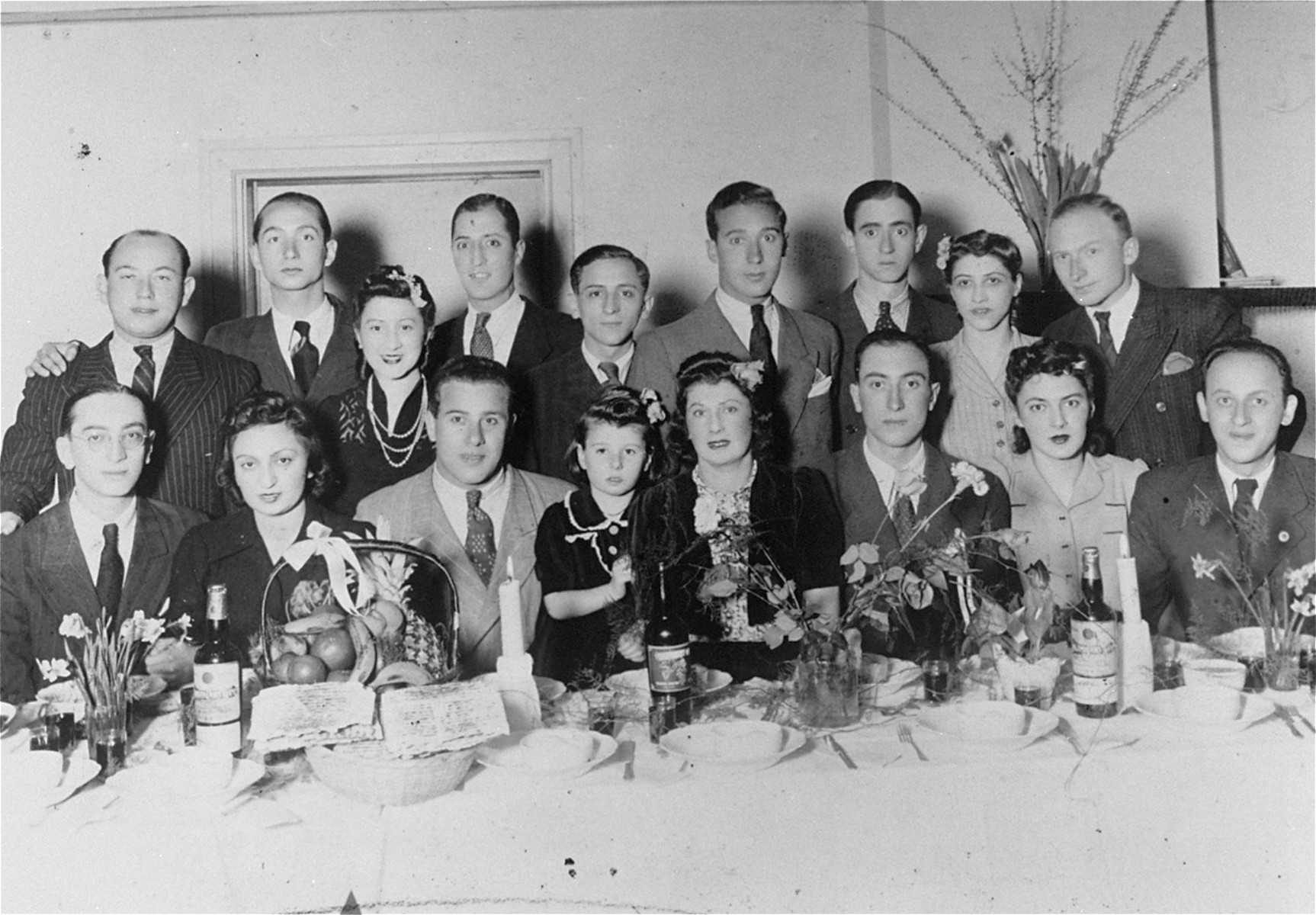 Group portrait of Jewish refugees in Kobe, Japan, who escaped from Europe with visas signed by Chiune Sugihara.