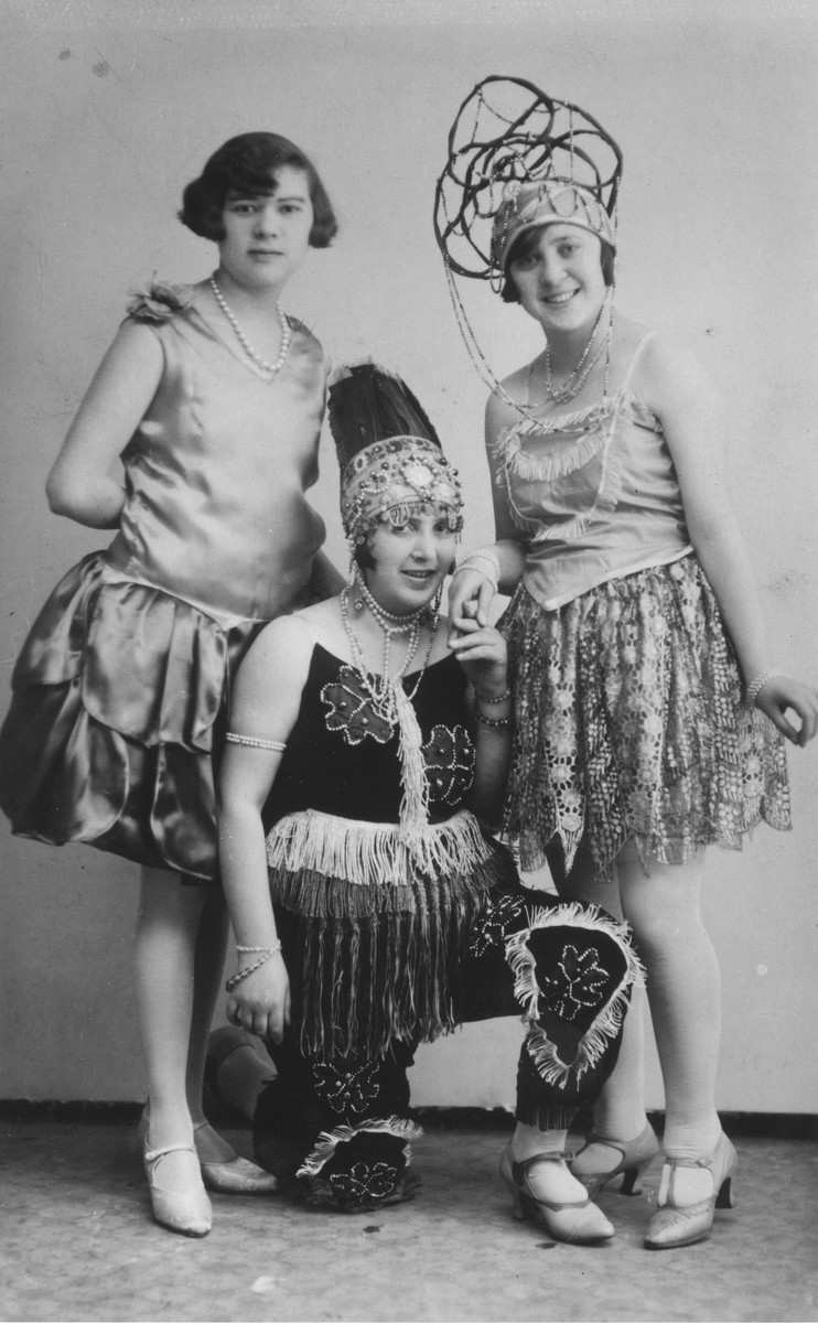 Portrait of Ilona Pressburger and her sisters-in-law, Frederika and Olga Beck wearing costumes.