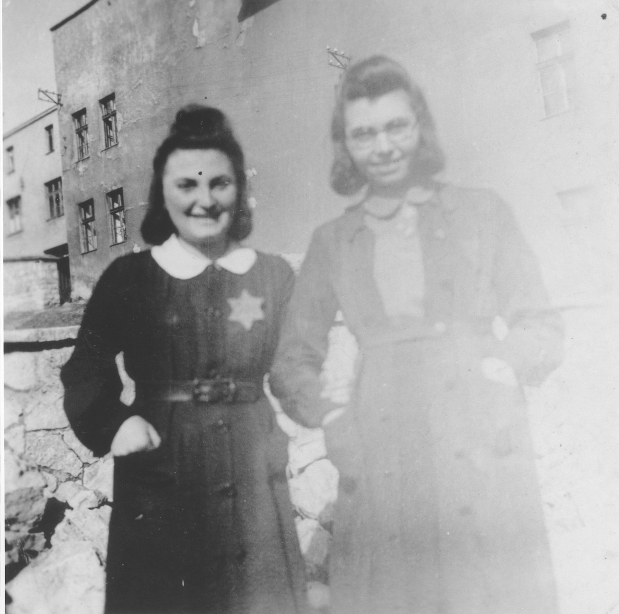Hanka Granek (left) poses with her friend Gucia Dancyger in the Bedzin ghetto.