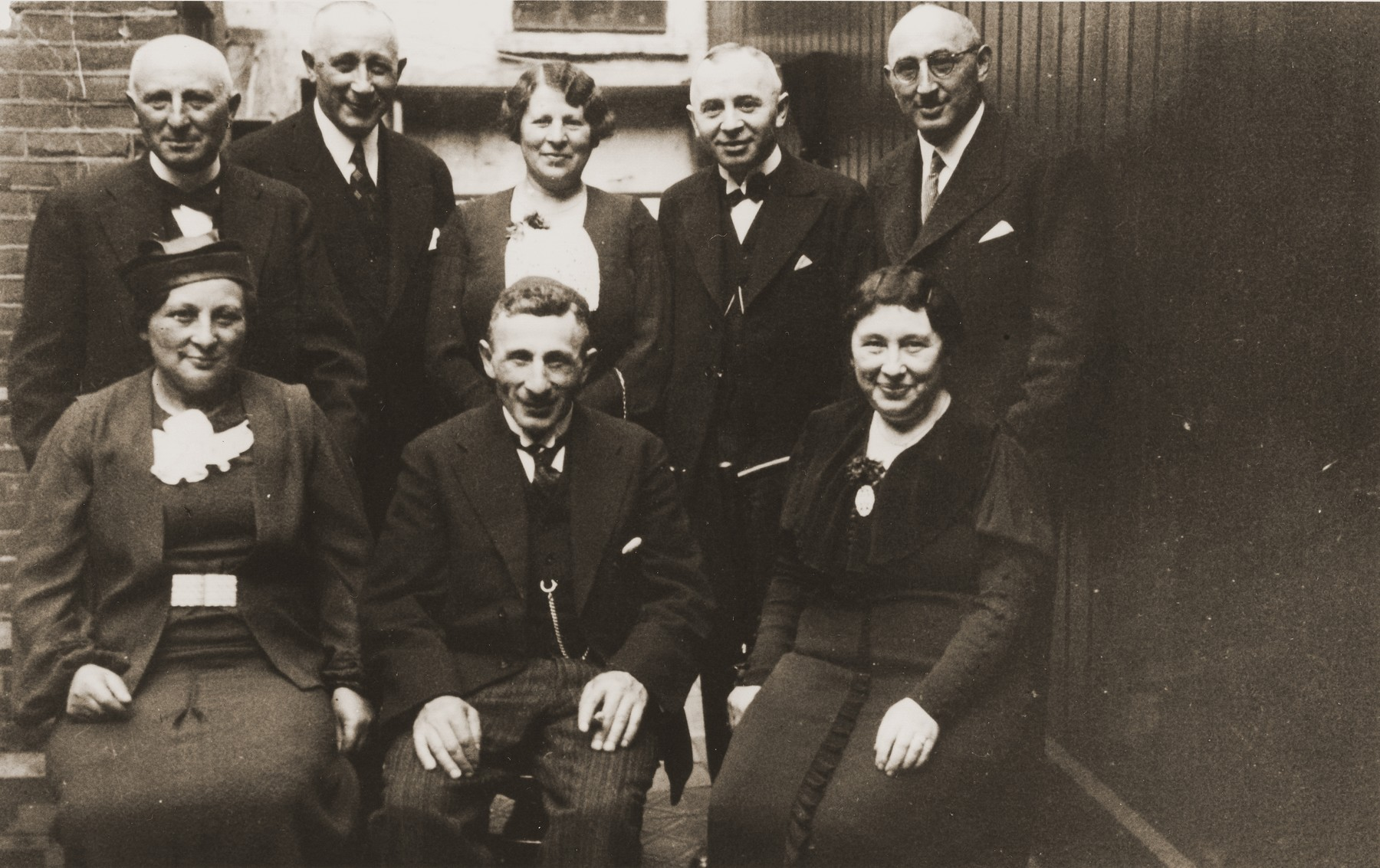 Portrait of the Meijer family in Boekelo.  Among those pictured are Louis Meijer (seated in the center); Joseph Meijer (top left); and Na Meijer Berg (top row, center).