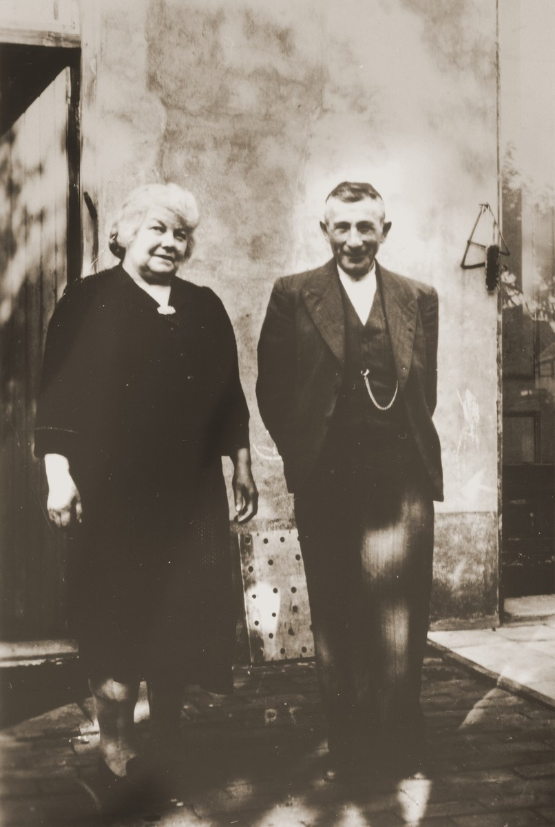 Portrait of Louis and Ida Meijer on the back porch of their home in Boekelo.