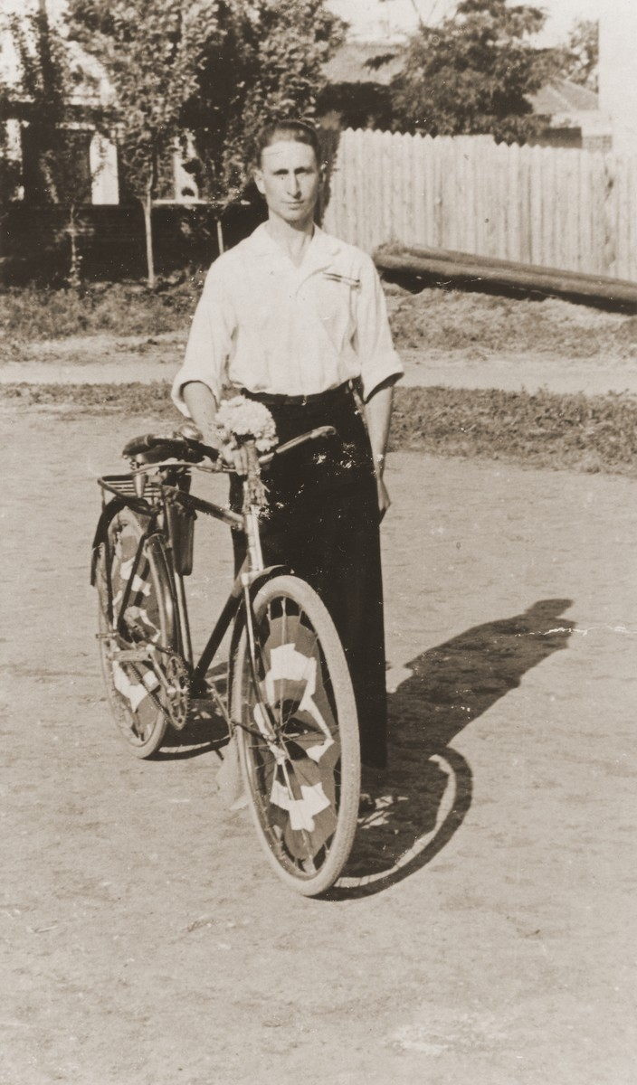 Daniel Ripp stands beside his bicycle on a street in Novi Sad.