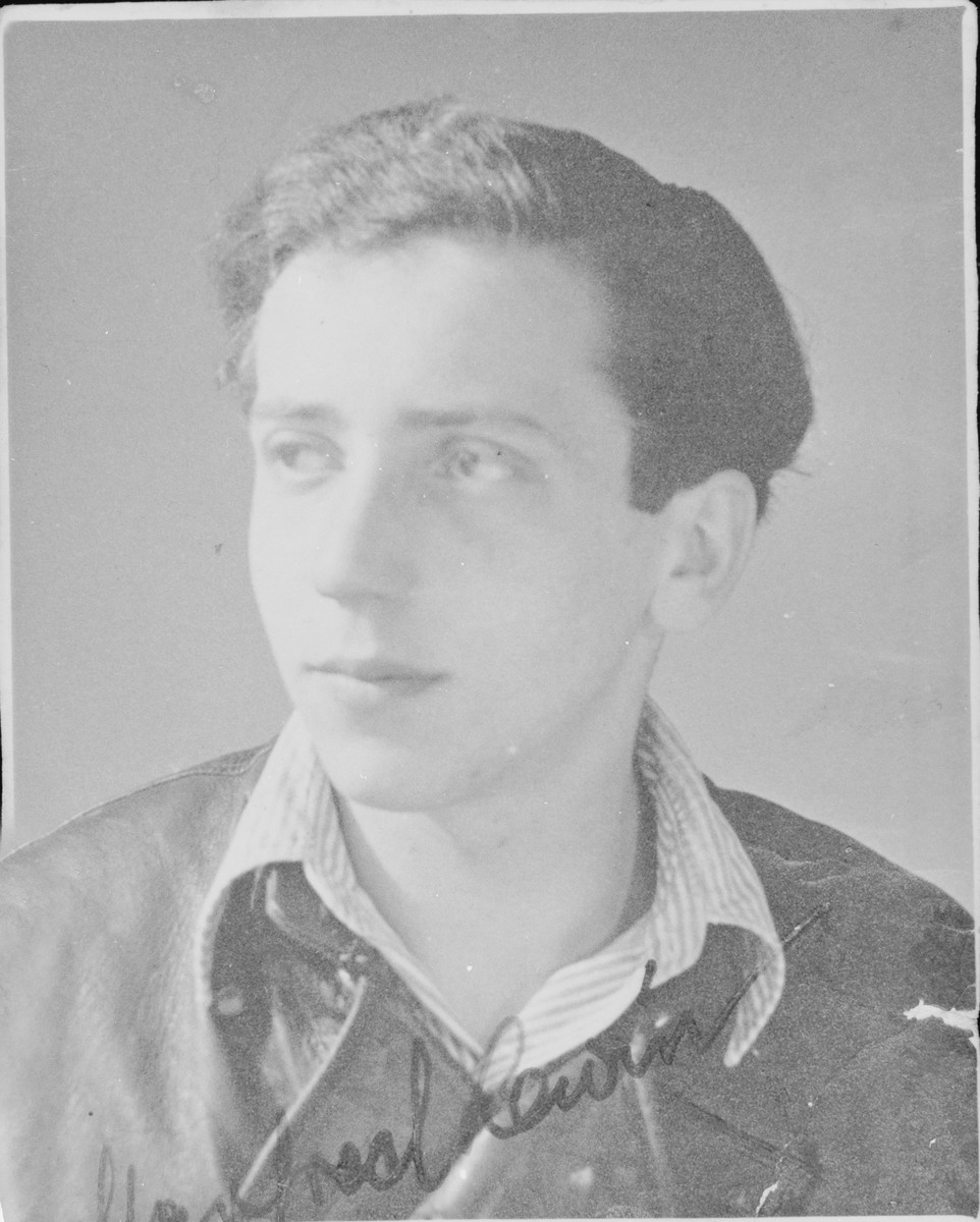 Signed portrait of Manfred Lewin, a member of the Hehalutz Zionist youth movement in Berlin, who was deported to Auschwitz in November 1942.