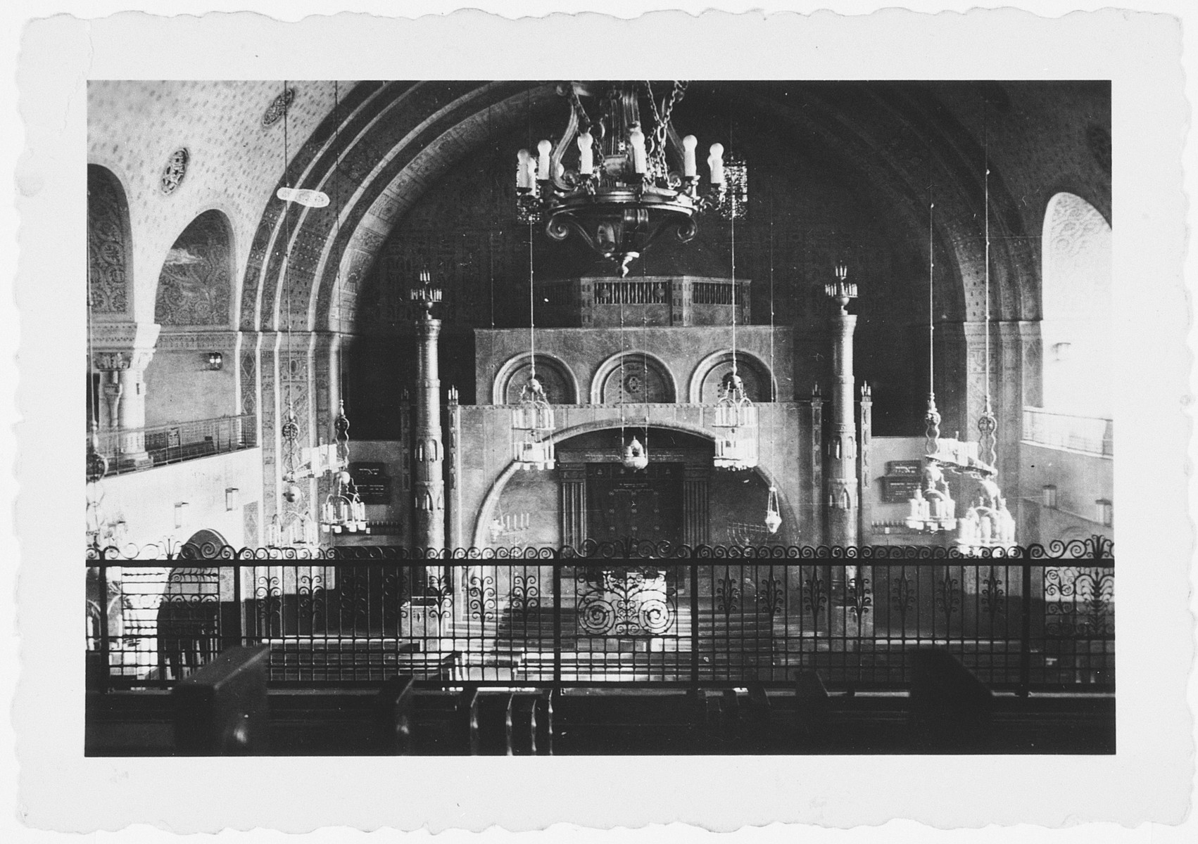 Interior view of the synagogue adjacent to the Breuer Yeshiva in Frankfurt.