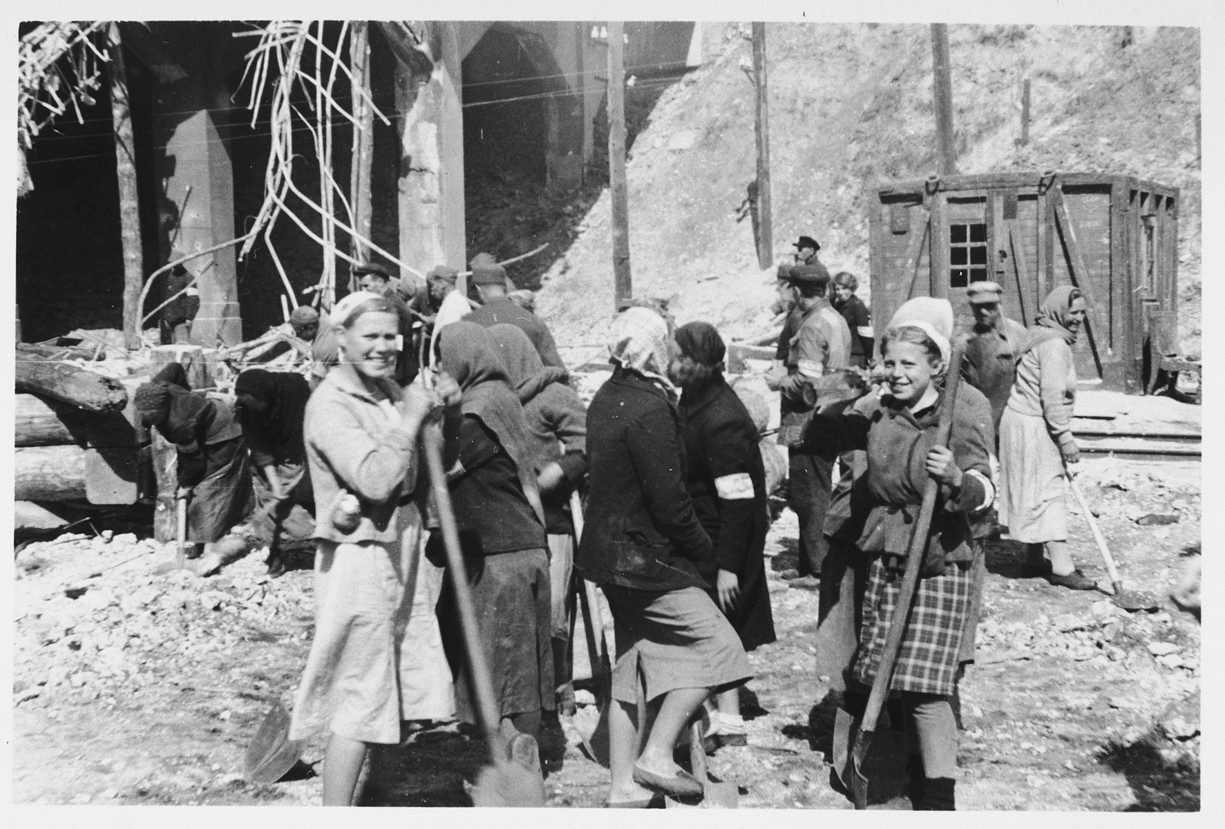 German women (Truemerfrauen) clean up the rubble of destroyed German cities .
