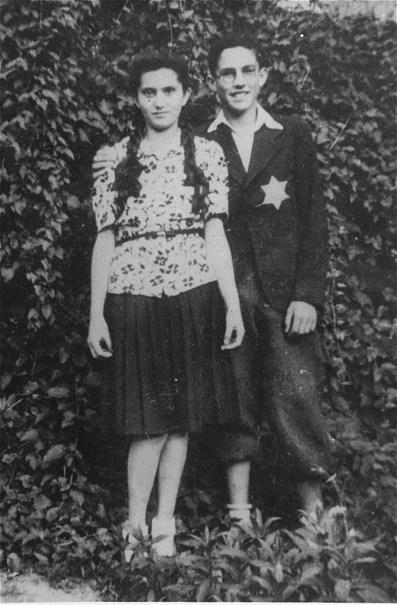 Laszlo (Leslie) Aigner, born in 1929, and his sister Elisabet in Nove Zamky.