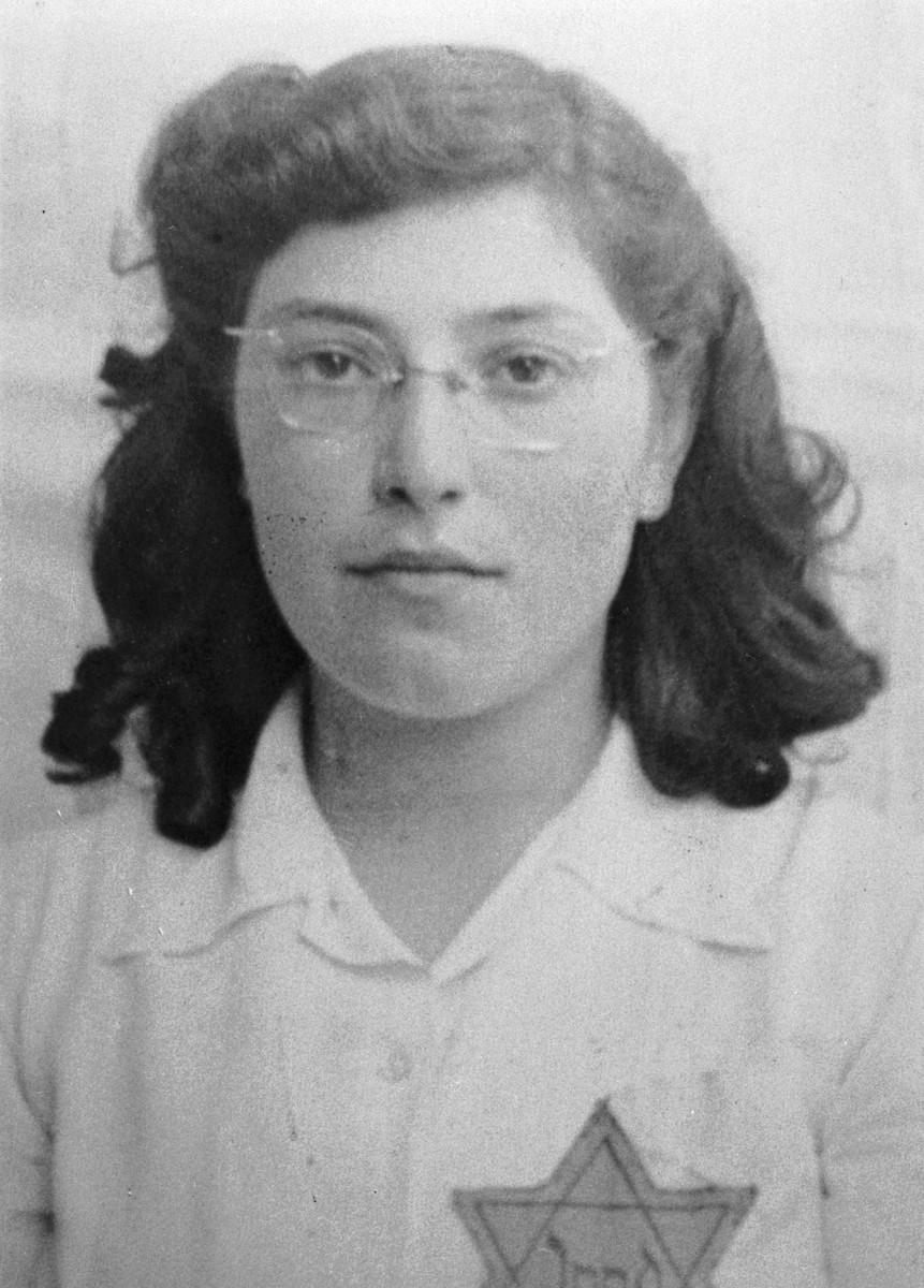 Portrait of Bloeme Emden with a Jewish star.
