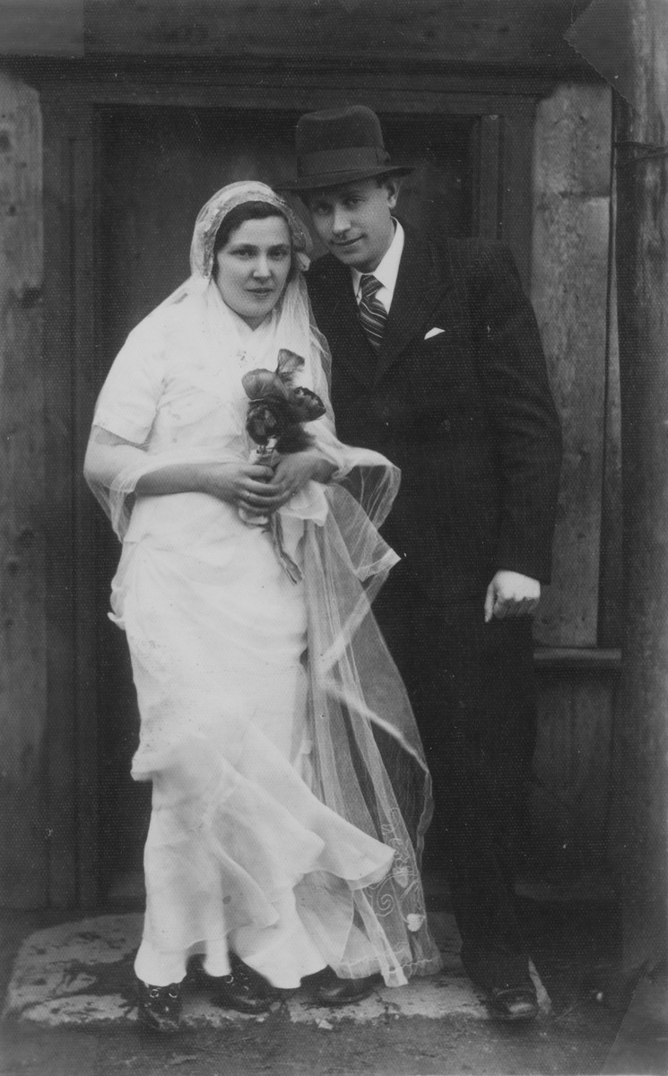 Portrait of a Jewish bride and groom in Telsiai, Lithuania.  The couple perished during World War II.