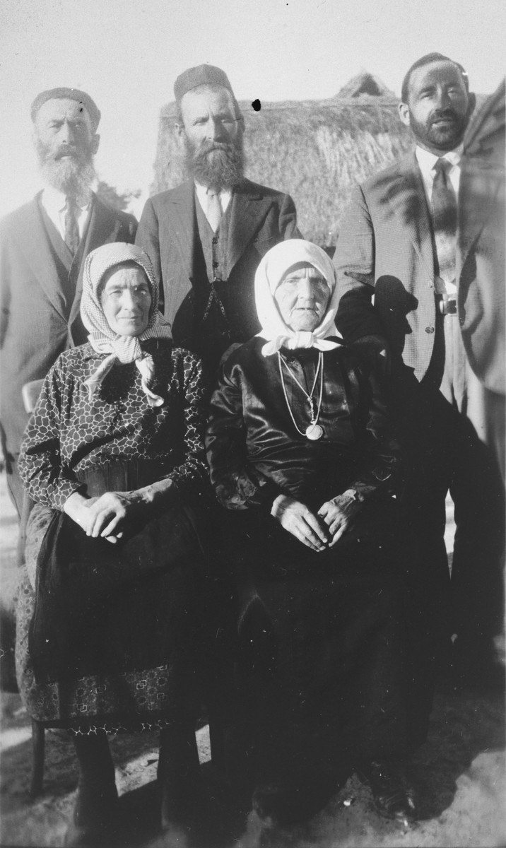 Portrait of Yetta Beila Gutman surrounded by brother Leib Schumer and children.  From left to right are Esther and Yetta Beila; standing, Leib, Aaron and Muttcha.
