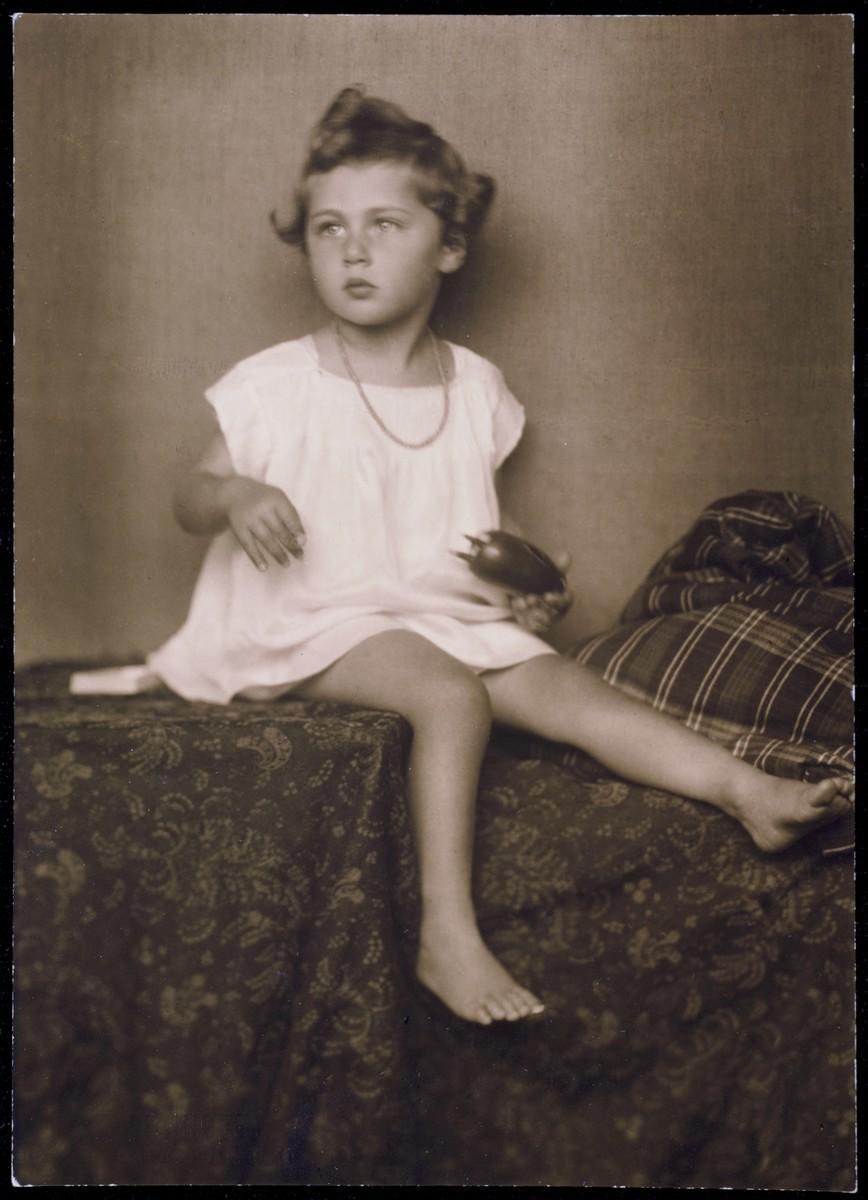 Studio portrait of Elizabeth Kaufmann, a Jewish girl living in Vienna.