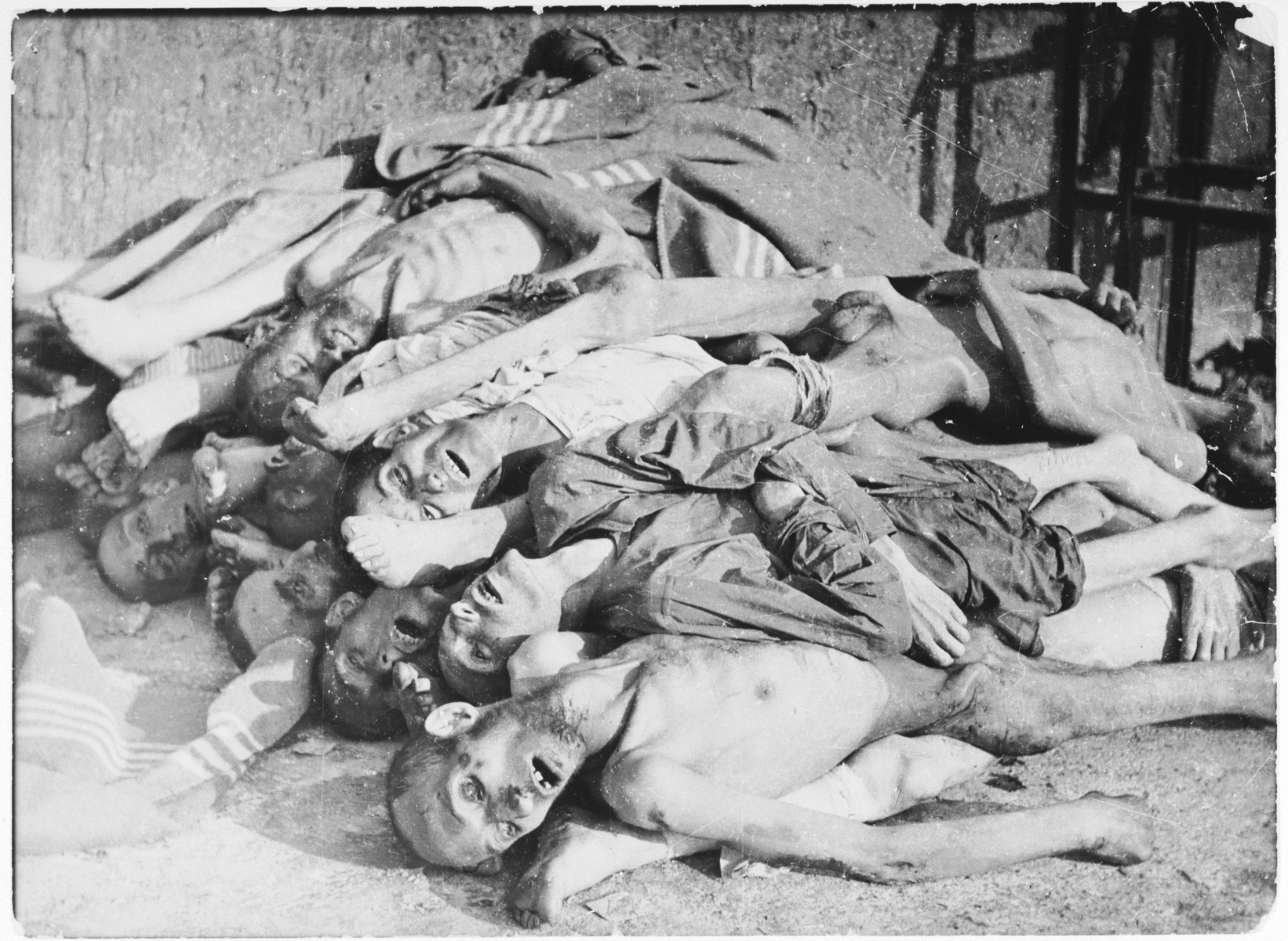 jewish-girls-in-concentration-camps