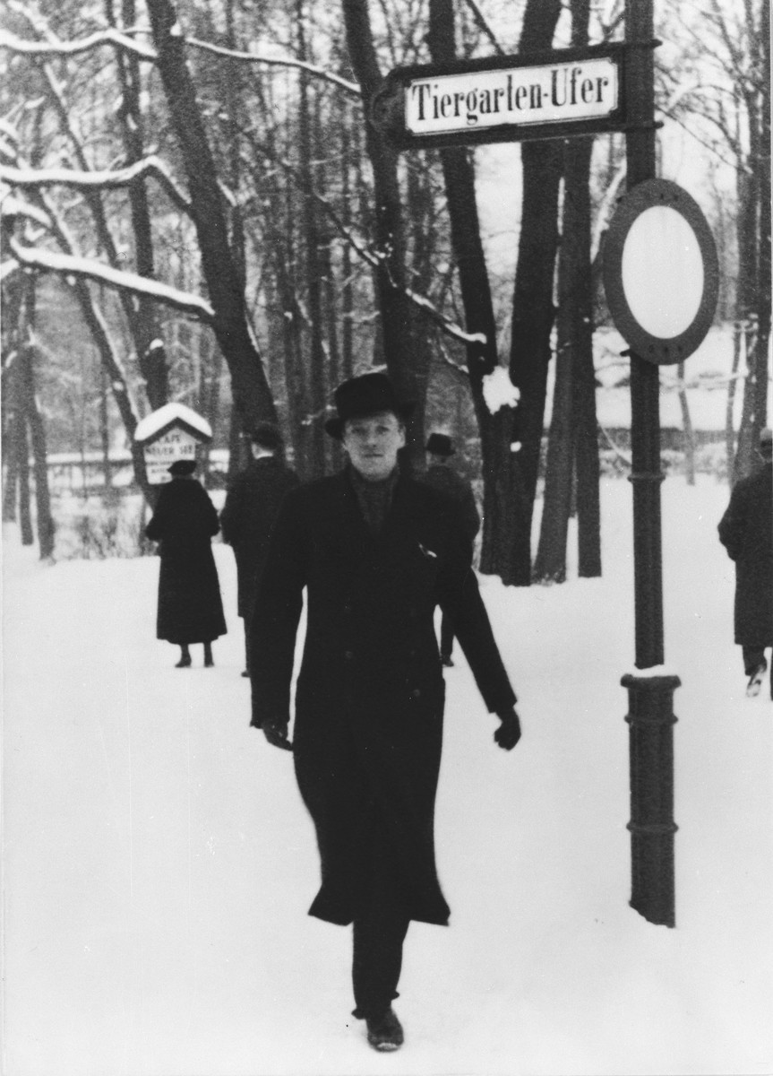 Per Anger walks along a snow covered path in the Berlin Tiergarten.