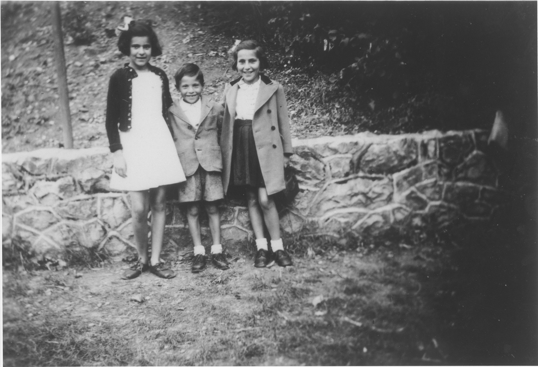 Three Jewish refugee children pose outside the Faverges children's home.  Pictured from left to right are Berthe Silber, Jacques Smietanski and Bella Smietanski.