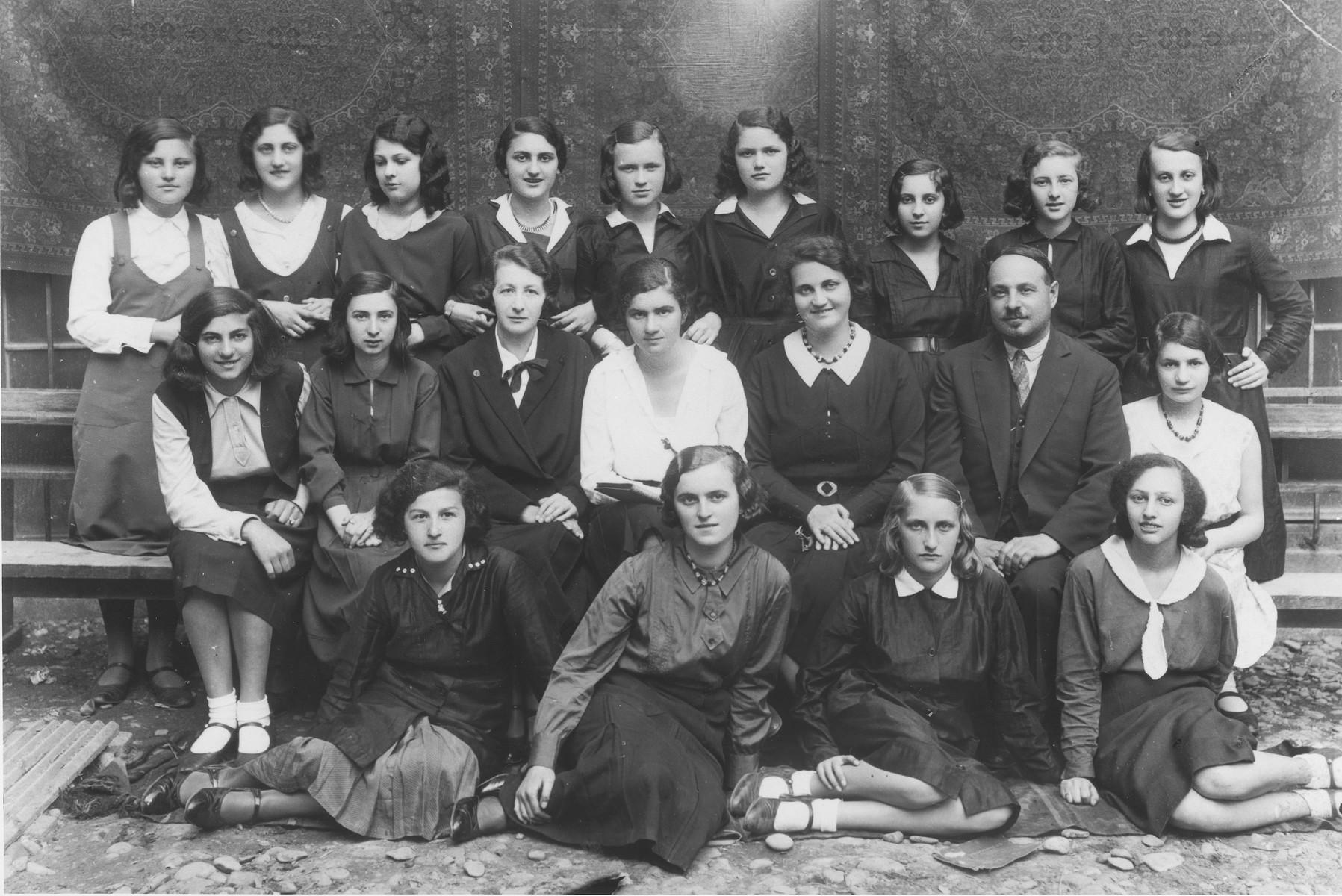 Lotte Gottfried with her classmates at the Hoffmann gymnasium in Czernowitz.