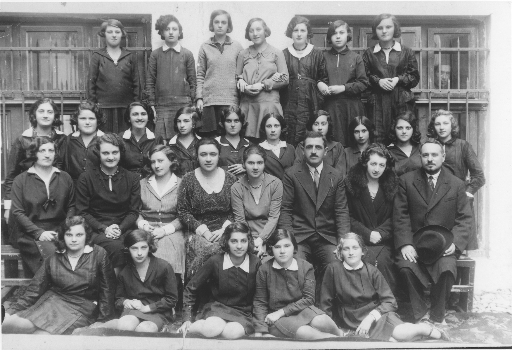Lotte Gottfried (front row, right) with her classmates at the Hoffmann gymnasium in Czernowitz.
