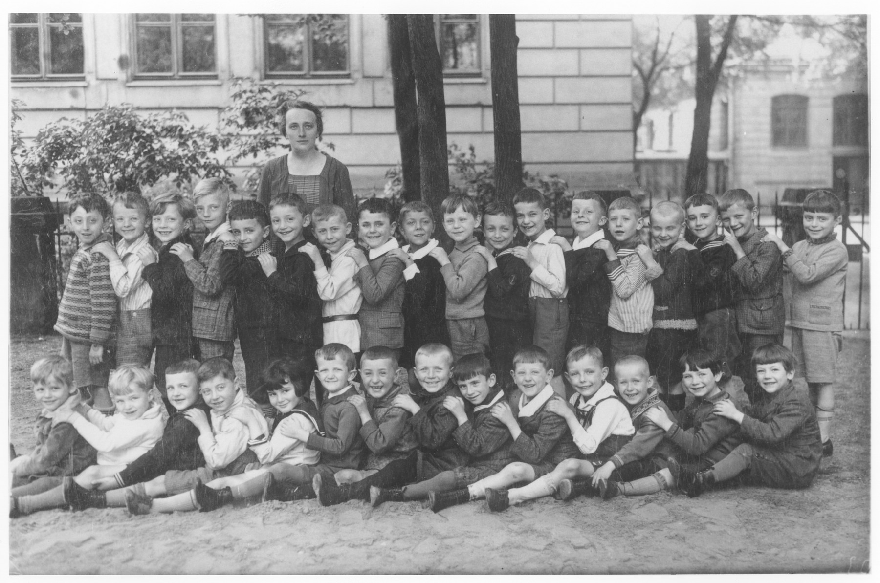 Group portrait of a first grade class in Leipzig Germany.  Edgar David Soldinger is pictured in the back row, eleventh from the left.